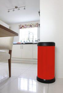 poubelle curver rouge métal