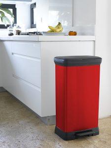 poubelle curver à pédale rouge